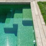 piscina-con-agua-verde